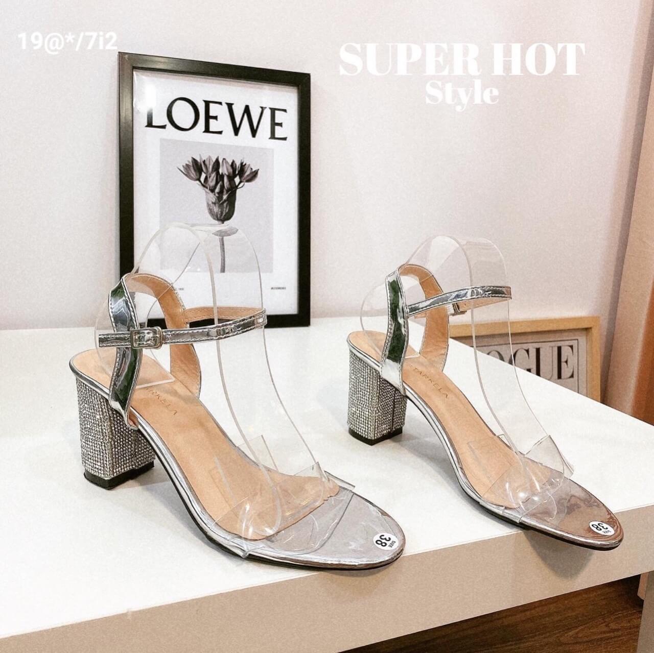 Cách phối trang phục với giày cao gót mũi nhọn