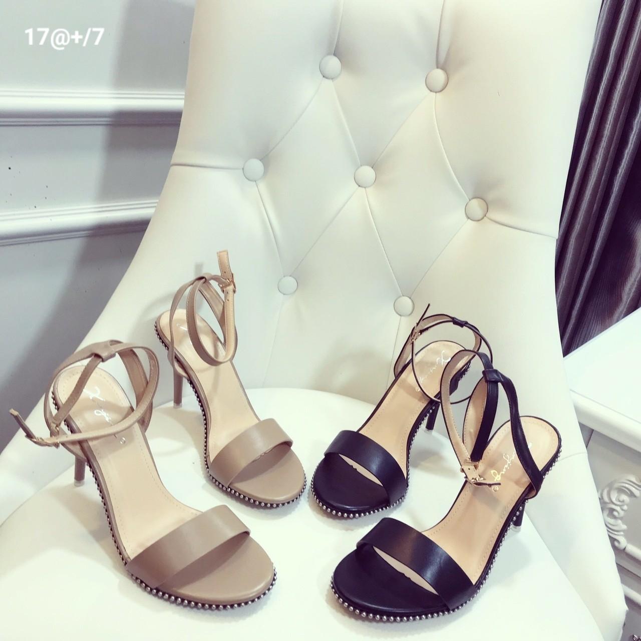 Cách phối trang phục với giày cao gót cho cô nàng công sở