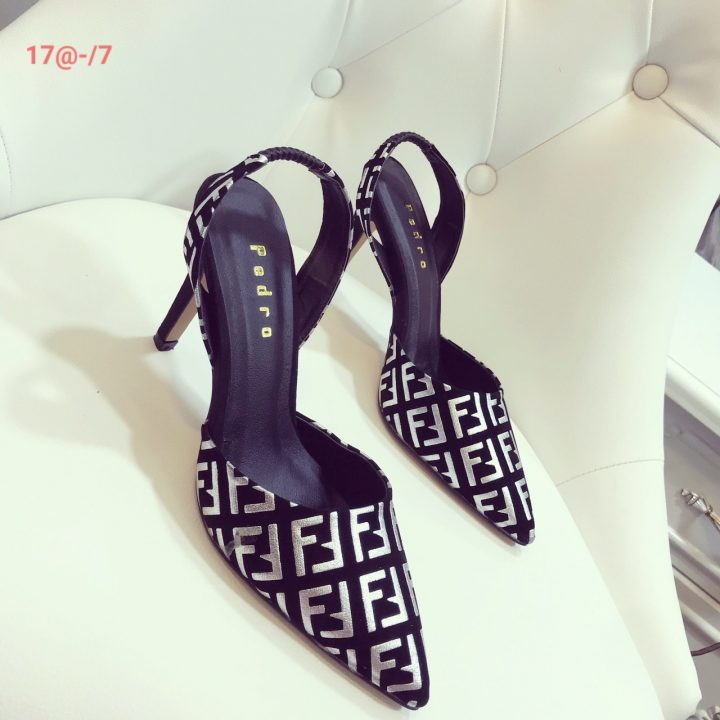 Cách phối trang phục với giày cao gót đế vuông - xưởng sỉ giày dép Hùng Phát